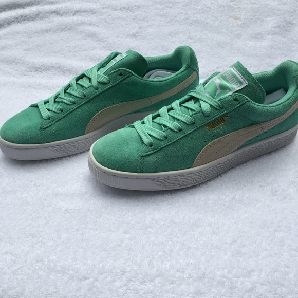 ffbd83c4105 PUMA Suede Classic Holiday (Mint)   White Sneakers
